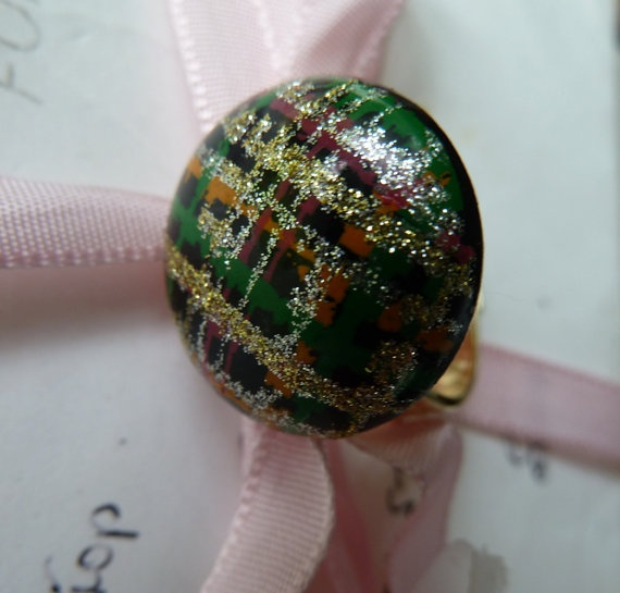Tartan and gold vintage cabochon ring by morethandivine on Etsy, £10.00