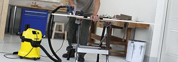 Некоторые модели оснащены штепсельной розеткой для подключения электроинструментов к пылесосу.   Таким образом, пыль и другие отходы, образующиеся во время работы, сразу всасываются пылесосом.
