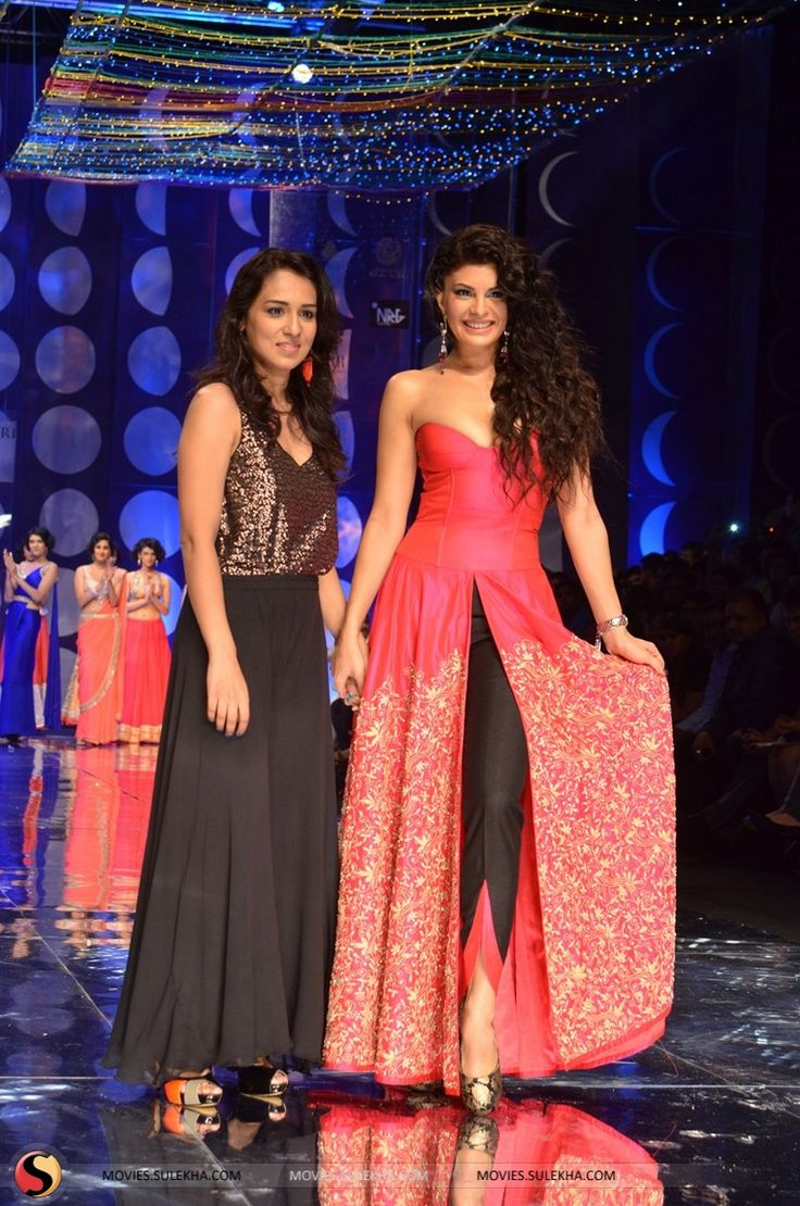 Jaqueline Fernandez walks the ramp for Jyotsna Tiwari @ Aamby Valley Bridal Fashion Week