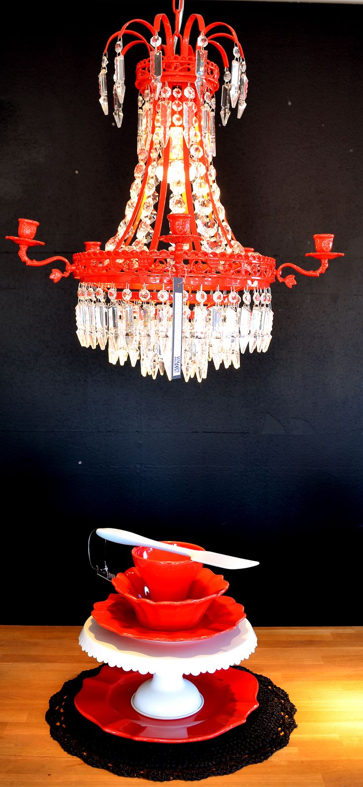 Color matched chandeliers and porcelain, Jachro - La Shelf
