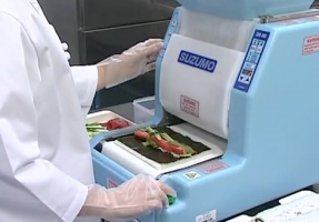 Sushi Machine Cranks Out RoboMaki