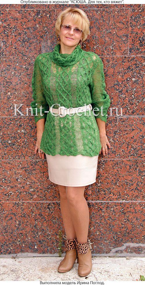 Связанный на спицах женский ажурный свитер размера 48-50.