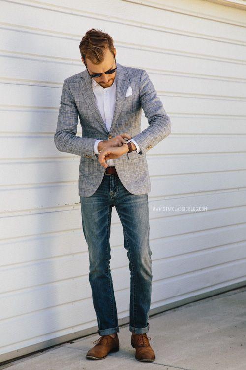 Den Look kaufen: https://lookastic.de/herrenmode/wie-kombinieren/sakko-langarmhemd-jeans-oxford-schuhe-einstecktuch-guertel/1243 — Graues Sakko mit Schottenmuster — Weißes Einstecktuch — Weißes Langarmhemd — Brauner Ledergürtel — Blaue Jeans — Beige Leder Oxford Schuhe