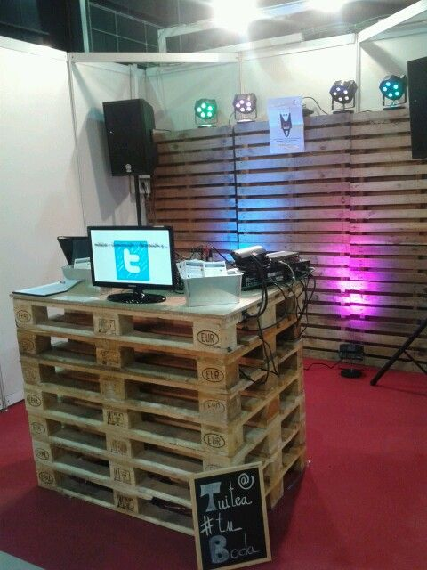 #Detiqueta #Gijón 2013. We show how to do an original #wedding 2.0 with #twitter, #lights, #music and #video.  Do you want to know how?   www.audiovisualescuesta.com