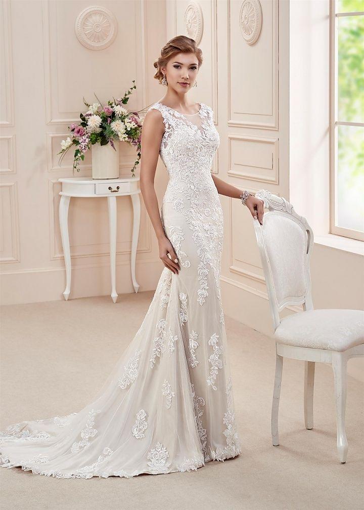 Affezione brentoni, collectie 2016.  Voor deze prachtvolle trouwjapon is een luxueuze kant gebruikt. De jurk heeft een prachtige halslijn en een transparant rugpand met mooie versieringen. De rok is bezet met dezelfde kantapplicaties en een prachtige sleep. #hooggesloten #kant #glamour #affezione #koonings