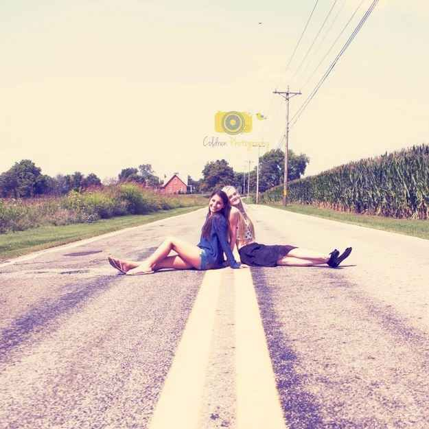 Go along with her crazy ideas.... | 37 Impossibly Fun Best Friend Photography Ideas