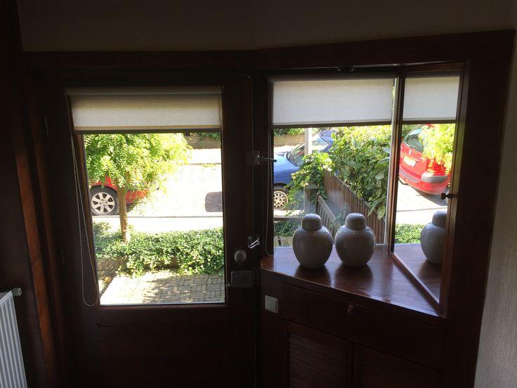 Hal met zicht op voordeur / #tekoop #woonhuis jaren dertig, met veel ...