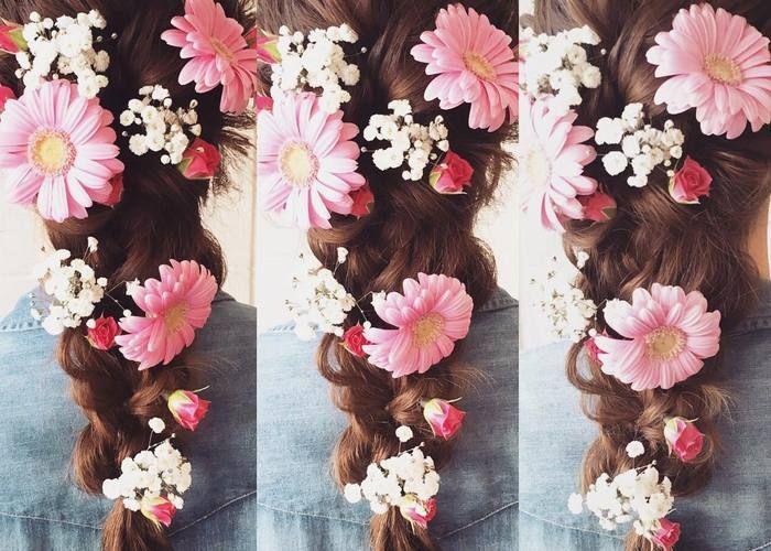 心ときめかせる花言葉から選ぶ♡胸きゅん必至の≪生花≫で飾る可愛いヘアアレンジ8選♩のトップ画像