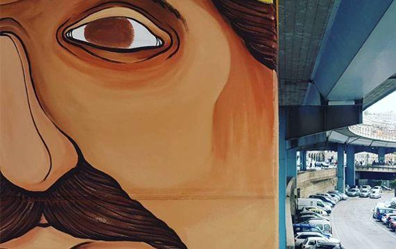 Walk the Line, la street art sui piloni della Sopraelevata di Genova!  Un altro pilone della Sopraelevata è stato decorato, l'artista di street art SeaCreative ha realizzato il murale del #pilone62 nel contesto del progetto WALK the LINE di cui la nostra coworker Emanuela Caronti è Co-Founder e Art Director.