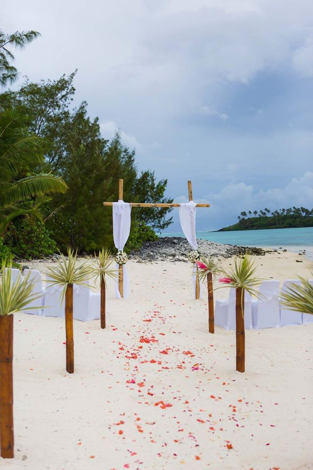Ceremony on the Koromiri, Muri Lagoon, rarotonga. Wedding ceremony set up done by Pacific Resort