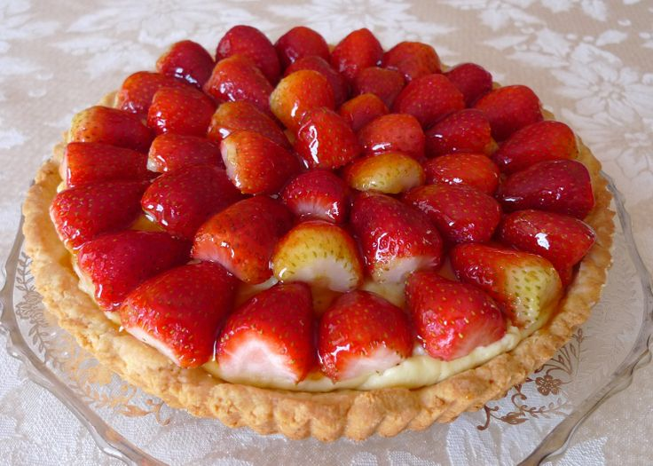 this is the classic berry tart from Dorie Greenspan's Baking With Dorie - looks like Christmas.