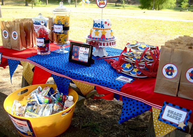 Obstacle course party...what an awesome idea for a back to school party!  Kind of like starting the year with Field Day!