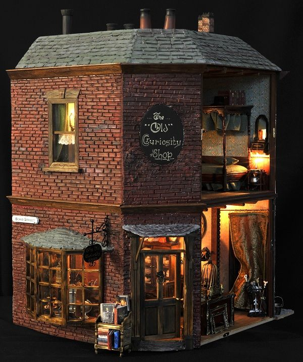 Netherlands Dickens Festijn. Pinned before - lost on another board. This wonderful Old Curiosity Shop is in the top ten of my very favourite Dolls Houses!