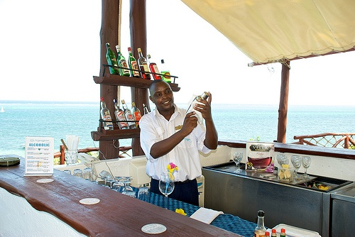 The Look Out Bar overlooking the Indian Ocean...