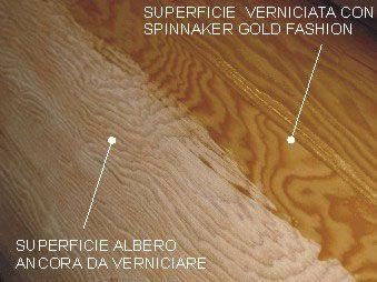 Particolare della superficie dell'albero in cui le venature del legno vengono fatte risaltare da Spinnaker Gold Fashion.