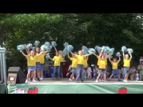 Ovi Őzike cs - Gyermek volt minden óriás - Szamóca vásár 2014 - YouTube