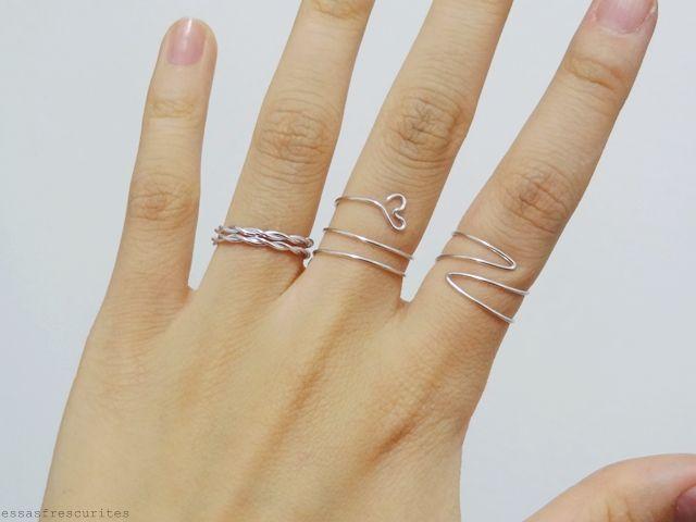 Estava navegando no tumblr, quando vi um anel muito legal, e me inspirei à fazer 3 anéis super simples para usar mais do arame que t...