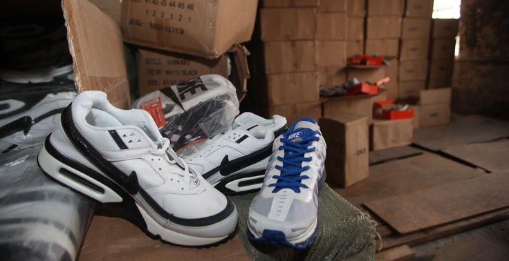 Χειροπέδες σε 37χρονο - Πωλούσε στο διαδίκτυο παπούτσια απομιμήσεις