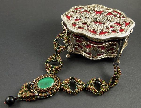 Malachit w objęciach - naszyjnik zaprojektowany i wykonany z myślą o aukcjach na rzecz Wielkiej Orkiestry Świątecznej Pomocy :)
