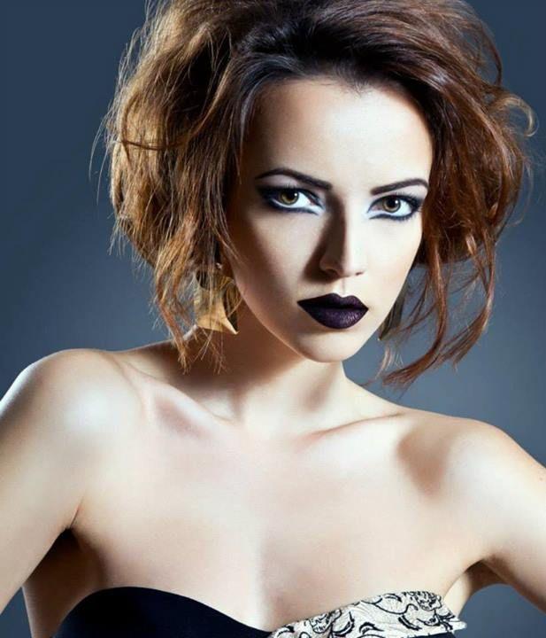 Pentru realizarea acestui tutorial s-au folosit produse Make-up Studio (www.make-up-shop.ro). Concept, Make-up, Fotograf:Andreea Leonte; Model, Hair-stilist, Designer Vestimentar:Amalia Bot.