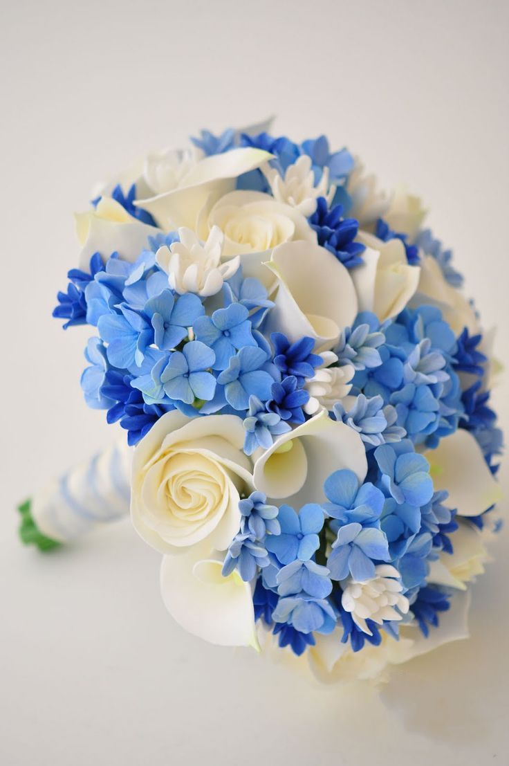I love the blue in this bouquet