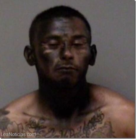 ¡Un genio! Ladrón trató de ocultarse de la policía pintando su cara con spray - http://www.leanoticias.com/2015/03/18/un-genio-ladron-trato-de-ocultarse-de-la-policia-pintando-su-cara-con-spray/