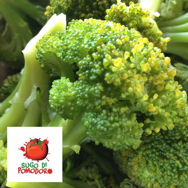 El brócoli es nativo de Italia, y los inmigrantes italianos lo introdujeron en los Estados Unidos en la época colonial. ¡De sabor fuerte y lleno de vitaminas! #SugoDiPomodoro #Cocina #Nutrición #Recetas #ClasesDeCocina #CocinaParaPerezosos #FoodPorn #Tasty #Gastronomia #QueHacerEnMedellin