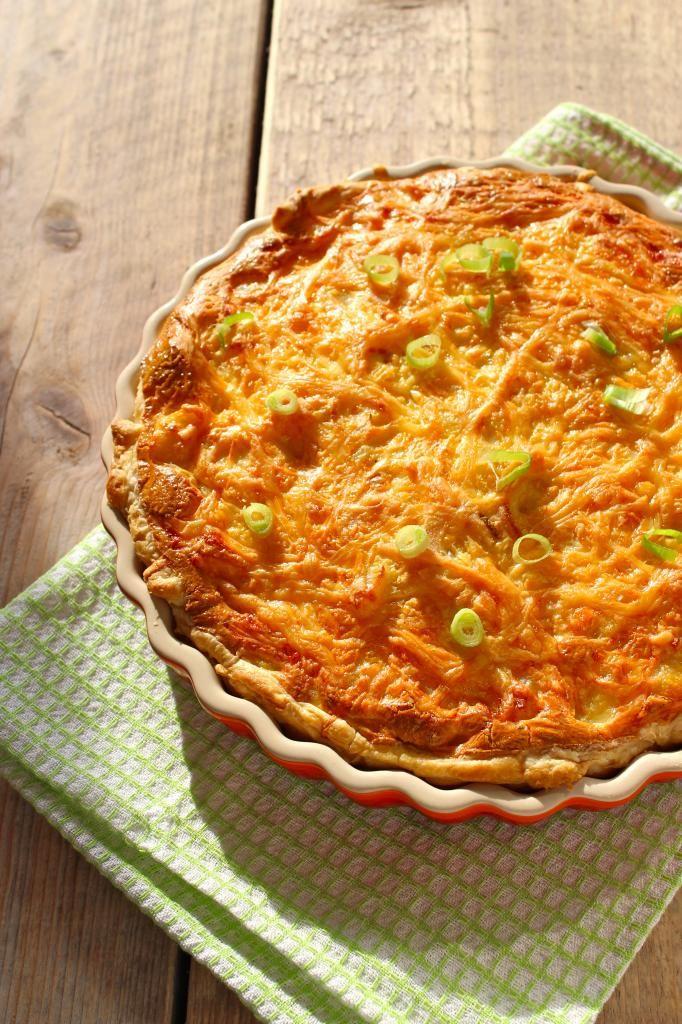 Hartige taart met aardappel, bosui en kip