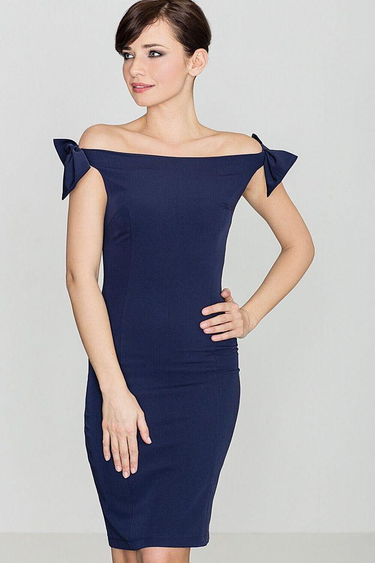 Rochie Model K028 bleumarin, este o rochie ce da un aspect sexy si plin de farmec, se adapteaza perfect pe figura, subliniind formele feminine, avand o lungime pana deasupra genunchilor. Rochia este fara maneci, ajuta sa evidentiati figugura si umerii goi, cu senzualitate.