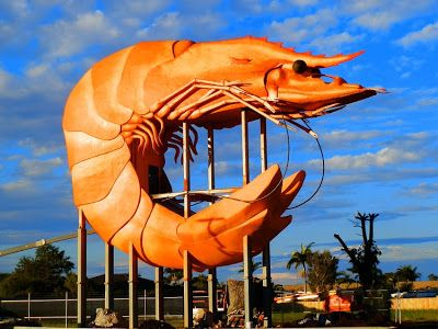 The big Prawn. Ah ... heaven!  Is it so wrong to fantasise about eating a cooked prawn THIS big?  Size DOES matter, right?!?!