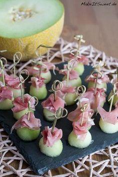 Honigmelone Schinken FIngerfood Haeppchen Rezept schnell einfach wenige Zutaten Parmaschinken Serranoschinken