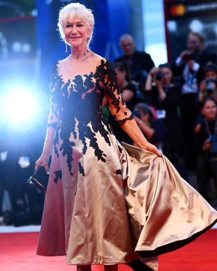 """2,478 curtidas, 14 comentários - Variety Magazine (@variety) no Instagram: """"@HelenMirren brings pure class to the Venice Film Festival red carpet. (Photo by…"""""""