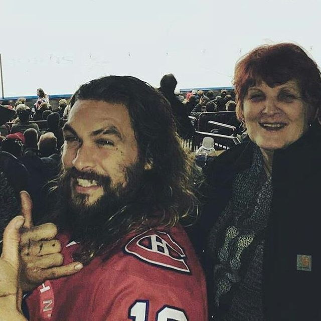 @Regrann_App from @frontierfans -  Taking in a good ol' hockey game. The St. John's Ice Caps. #TerryRyan #JasonMomoa and Mom❤ #jasonmomoa #prideofgypsies #icecaps #mileone # mamaconi Credit Twitter @terryryan20 -
