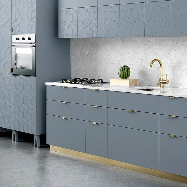 The new Cloudy Grey colour. This time in a kitchen mixing plain fronts with Illusion patterned. The Holy Wafer brass handle and our brass coloured plinth. The Trestle legs beneath the oven. The whole kitchen is built on the excellent Ikea Metod kitchen cabinets.