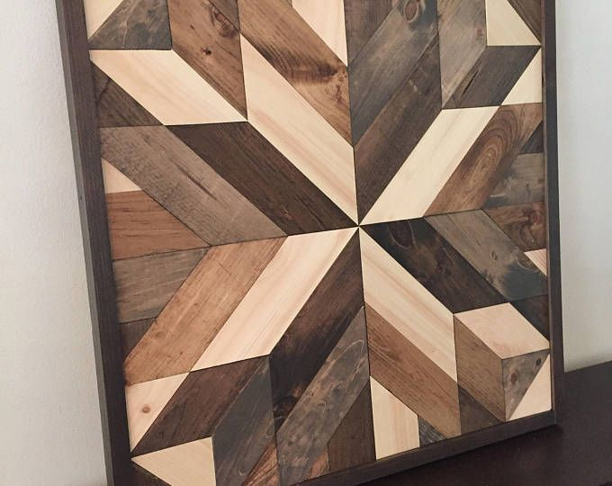 16.5 inch W x 14,5 in. H Handgemaakte houten muur kunst met teruggewonnen hout patroon. In onze winkel kunnen we maten van dit ontwerp aanpassen als deze is niet precies goed voor uw space. We kunnen aanpassen van de grootte en kleur voor u, laat het ons weten!  Deze geometrisch ontwerp kan worden gebruikt op boven een bed, Bank, of een muur wat liefde nodig. Kan opgehangen aan elke zijde.  Grootte, kleur en textuur zal hebben kleine variaties als gevolg van de aard van teruggewonnen hout…