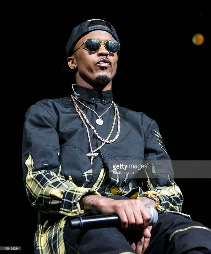 August Alsina performs at The Palace of Auburn Hills on November 4, 2014 in Auburn Hills, Michigan.