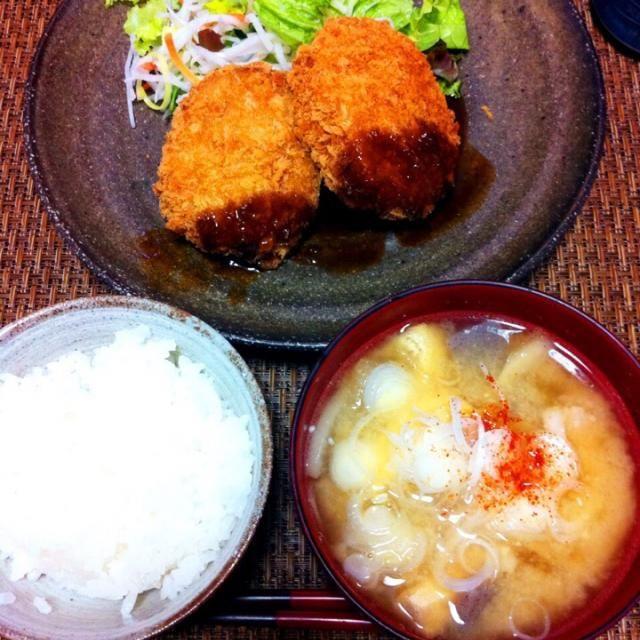 ⭐️豚汁 ⭐️コロッケとサラダ ⭐️ごはん - 9件のもぐもぐ - 夕ご飯 by saayuone