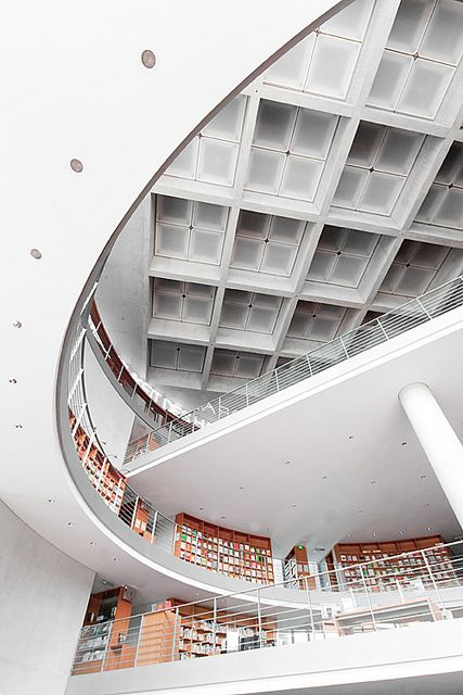 parlamentsbibliothek by herbstkind on Flickr.