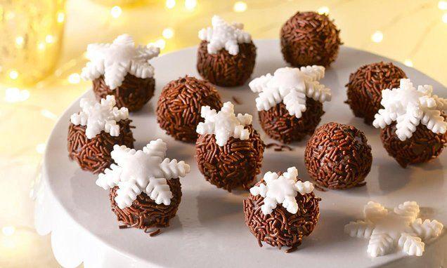 Schoggikugeln mit Schneeflocken - Weihnachtliche Kuchenpralinés.