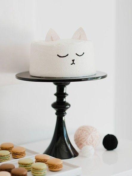Eles fazem toda a diferença e transformam até o bolo mais comum em uma decoração charmosa, no centro da mesa. Inspire-se nessas ideias!