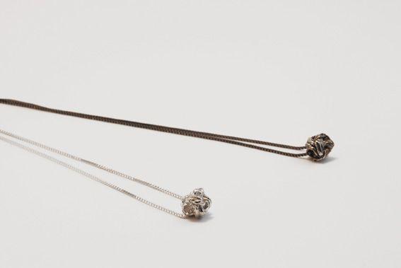 knoopjes aan collier | mieke de been • sieraden