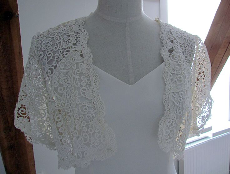 Would the story be something completely else in case the bride would have used this bolero?