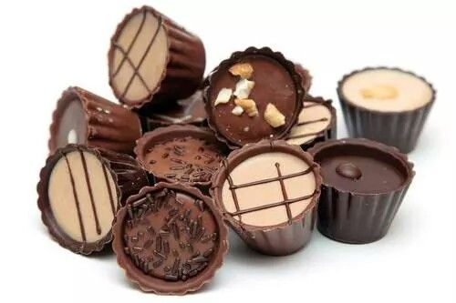 Make chocolate peanut butter cups in your own kitchen with this candy mold. The Freshware 30-cavity chocolate candy mold is perfect for making chocolates, candy or peanut butter cups. Made of food-gra