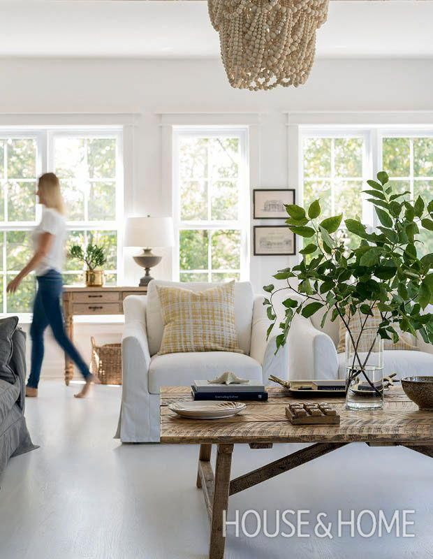This Space Was Designed To Be A Serene Place For The Family To Unwind S Coastal Decorating Living Room Living Room Decor Traditional Living Room Decor Neutral