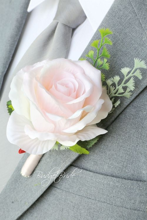 Wildflower Groom wedding boutonniere ideas for ushers, groomsmen and fathers buttonholes, flowers to match Davids bridal colors, silk flowers