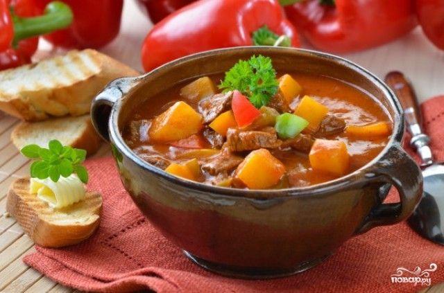 Мясной гуляш — «Бограч по-закарпатски», одно из самых распространенных и любимых блюд Закарпатской народной кухни. «Еду пастухов» традиционно…