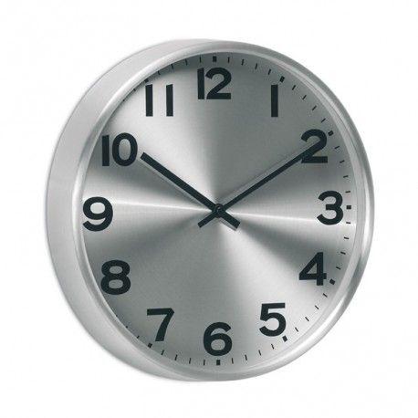 Reloj pared Metal con perfil de aluminio y fondo metalizado. Disponible en diámetros de 26, 31 y 38 cm. Fondo 4 cm. Batería no incluida.