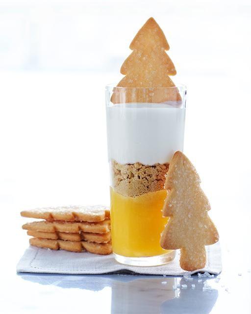 Yogurt, cuajda de limón y galletas
