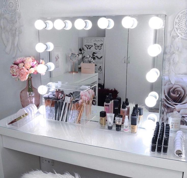 Pin By Paige Mathis On Beauty Room In 2019 Hollywood