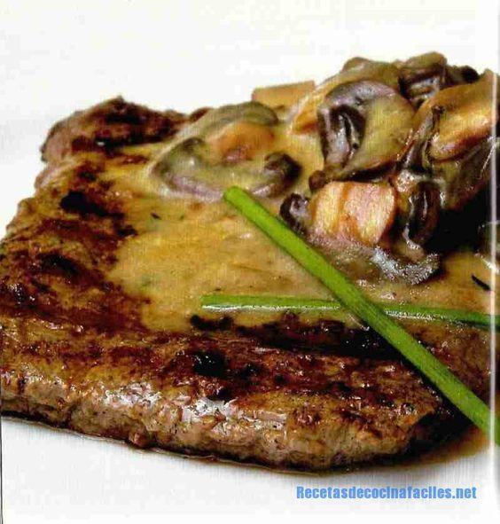 Bistec con salsa de hongos y crema